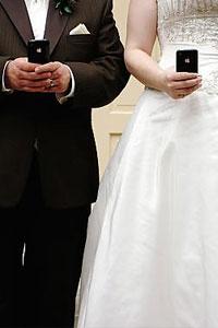 Image thanks to: gallery.weddingbee.com/photo/iphone-wedding-love